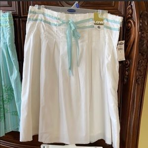 Old Navy skirt sz 6 White low waist NWT